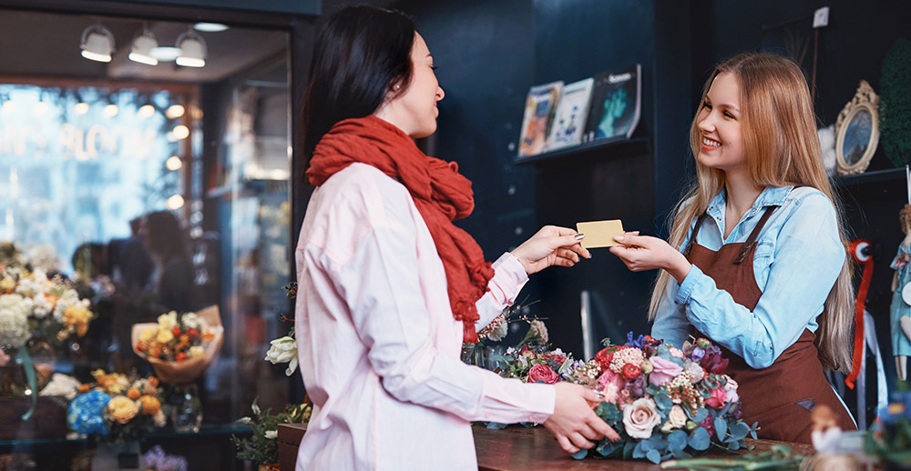 Young girl buying a bouquet of flowers benefits of customer loyalty programs